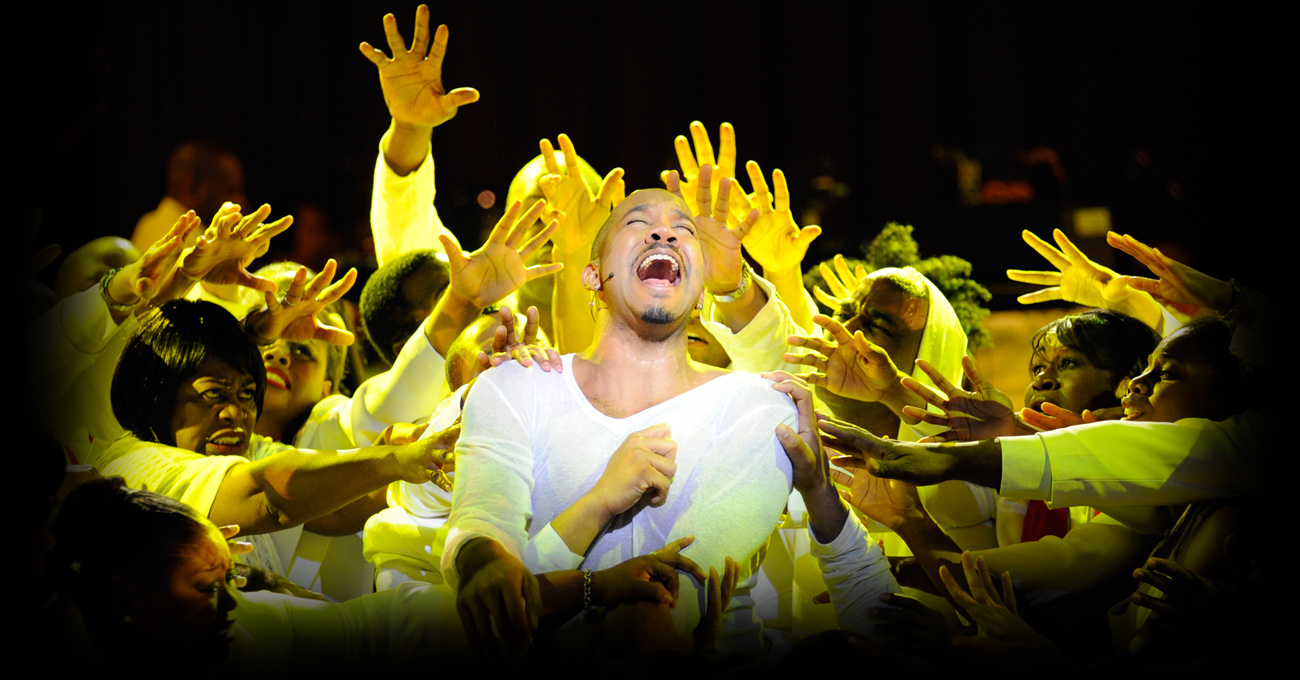Darius de Haas, center, in the 2009 world premiere production of Jesus Christ Superstar GOSPEL. Photo by Greg Mooney.