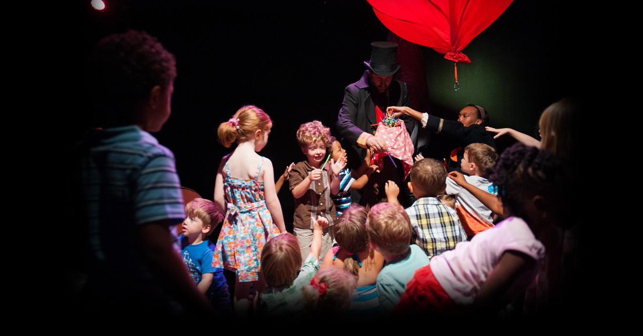 The Theatre for the Very Young's production of Waiting for Balloon. Photo by Greg Mooney.